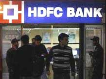 HDFC Bank steps up hiring, increases headcount by ...