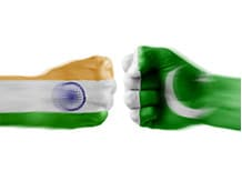 India, Pak agree to release detained trucks India and Pakistan negotiate to release detained trucks