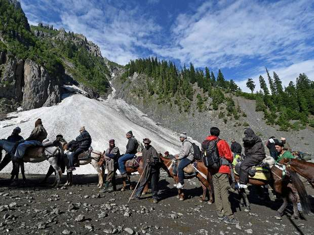 Amid-tight-security-Amarnath-yatra-begins-from-Pahalgam-and-Baltal