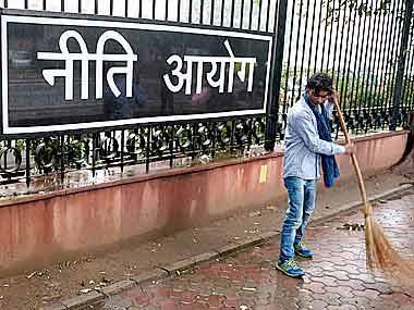 Niti Aayog and health ministry prepare model contract for privatising urban