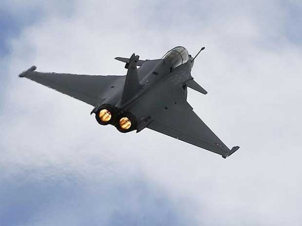 A Rafale fighter jet flies over the factory of French aircraft manufacturer Dassault Aviation in Merignac near Bordeaux during a visit by the French President.