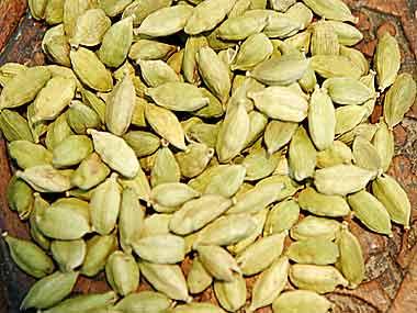 Cardamom falls by 0.5% on sluggish demand