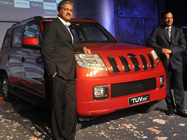 M&M chairman Anand Mahindra and executive director Pawan Goenka at the launch of TUV300 in Pune on September 10, 2015. Photo: Suryakant Niwate