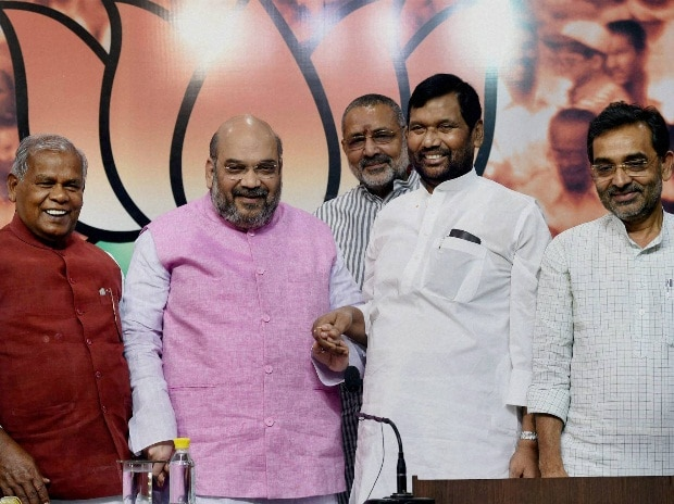 Manjhi says 'satisfied' with seats, calls truce with Paswan