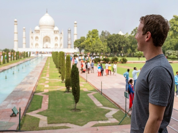 Mark Zuckerberg at Taj Mahal in Agra.