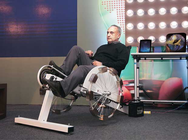 Manoj Bhargava at the unveiling of the Free Electric cycle  in New Delhi