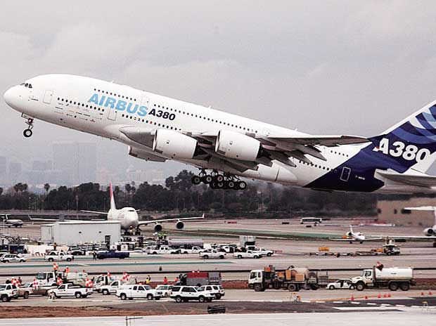 Airlines to extend record profits, gain 10% next year