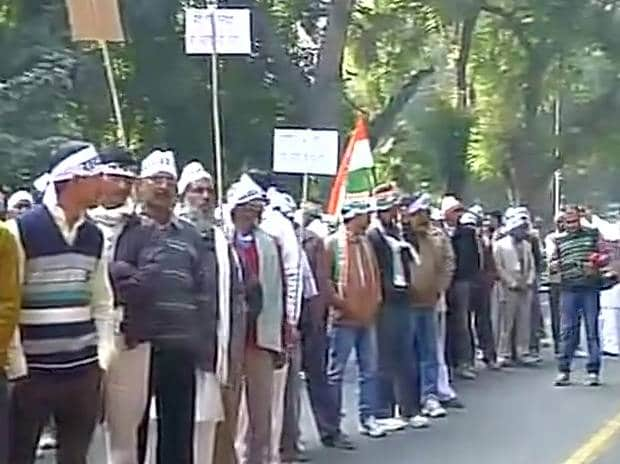Congress workers gather outside party HQ in Delhi. Photo: ANI