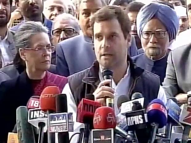 Sonia Gandhi, Rahul Gandhi and Manmohan Singh address a press conference at the AICC headquarters. Photo: ANI