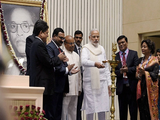 Prime Minister Narendra Modi lighting the lamp  to inaugurate the National Conference of Dalit Entrepreneurs organised by DICCI in New Delhi. Union Minister for Mines and Steel, Narendra Singh Tomar and other dignitaries are also seen.
