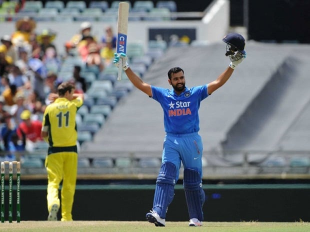 India's Rohit Sharma acknowledges the applause of ...