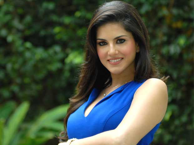 our plane almost crashed in maharashtra says sunny leone