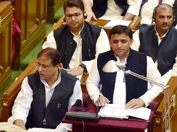 Uttar Pradesh Chief Minister Akhilesh Yadav presents the State budget for 2016-17 at Vidhan Sabha in Lucknow