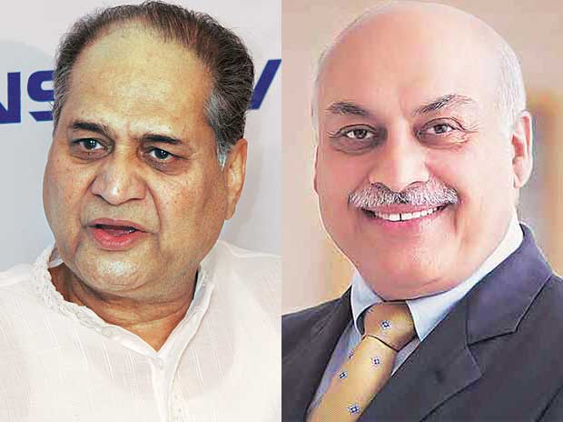 Bajaj Auto Chairman Rahul Bajaj, will receive the 'Lifetime Achievement Award' and Motherson Sumi CEO Vivek Chaand Sehgal will receive the 'CEO of the year' award today in Mumbai