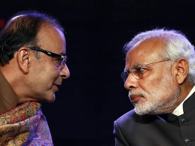 Prime Minister Narendra Modi (R) listens to Finance Minister Arun Jaitley during the Global Business Summit in New Delhi. Photo: Reuters