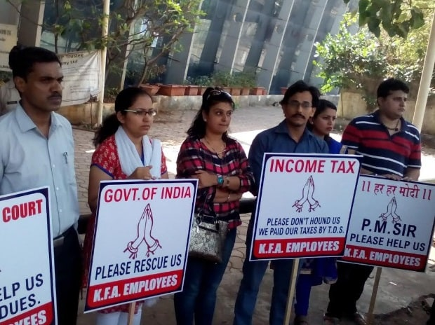 Around 25-30 people had gathered outside the Kingfisher House, next to Nandgiri State Guest House, demanding payment of their salaries and dues from the government.