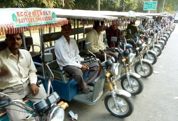 Arvind Kejriwal will disburse Subsidy Money to owners of e-rickshaws