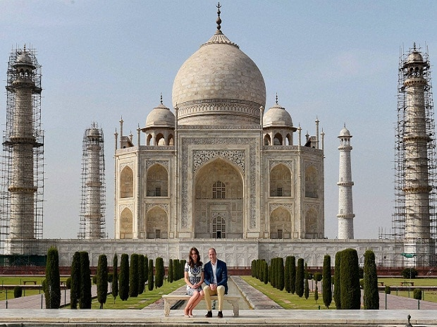 William and Kate follow in Diana's footsteps at the Taj Mahal