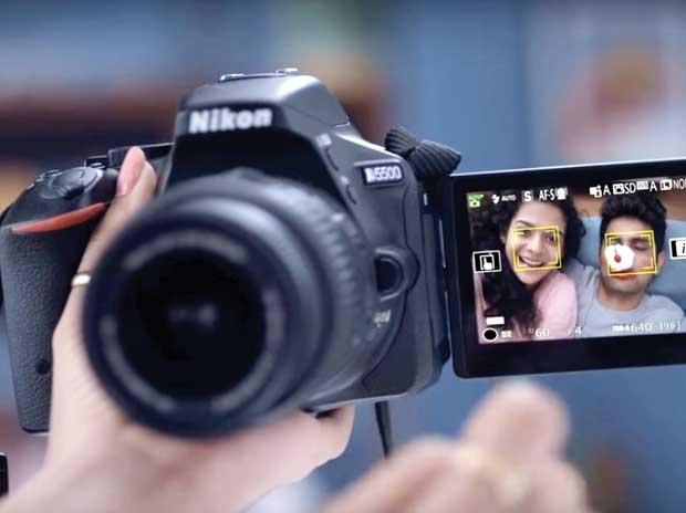 Canon, Nikon change the lens