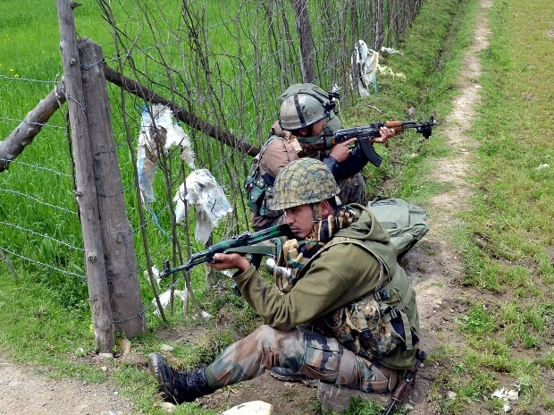 Two soldiers, two militants killed near LoC in Kashmir