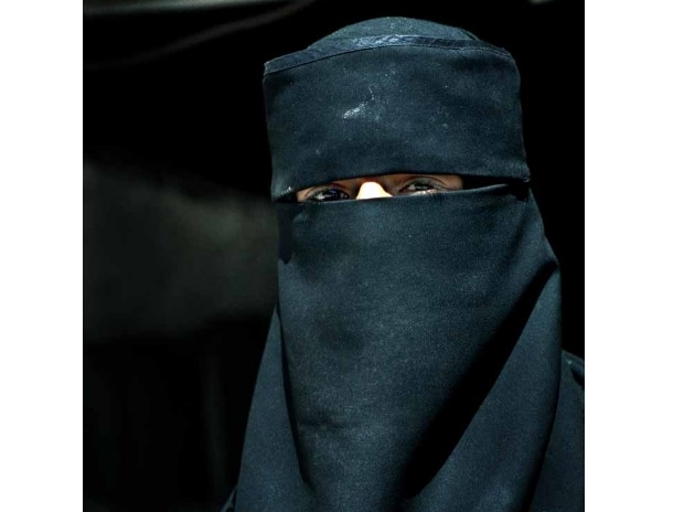 Egypt drafts bill to ban burqa in public places, govt institutions