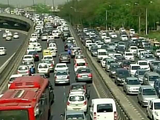 Traffic jam at Delhi Gurgaon Expressway due to protest by diesel vehicle owners against SC's ban on them. Photo: ANI