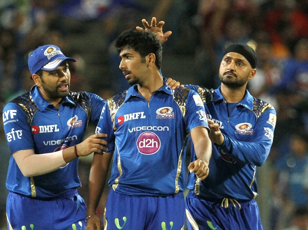 Mumbai Indians players celebrate the wicket of Rising Pune Supergiants player Steven Smith during the  IPL match between Pune and Mumbai. Photo: PTI