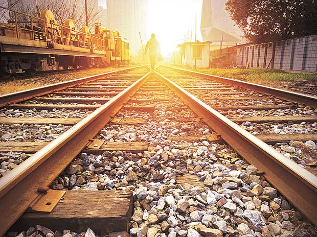Freight Corridor Corp to award Rs 14,000-cr contracts in FY17