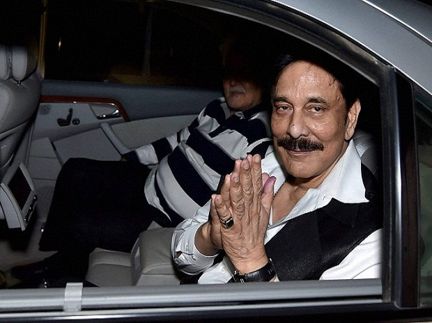 Sahara chief Subrata Roy, in prison in Delhi since March 2014 at Lucknow airport after being allowed to leave prison for four weeks for the funeral of his mother Chhabi Roy. (Photo: PTI)