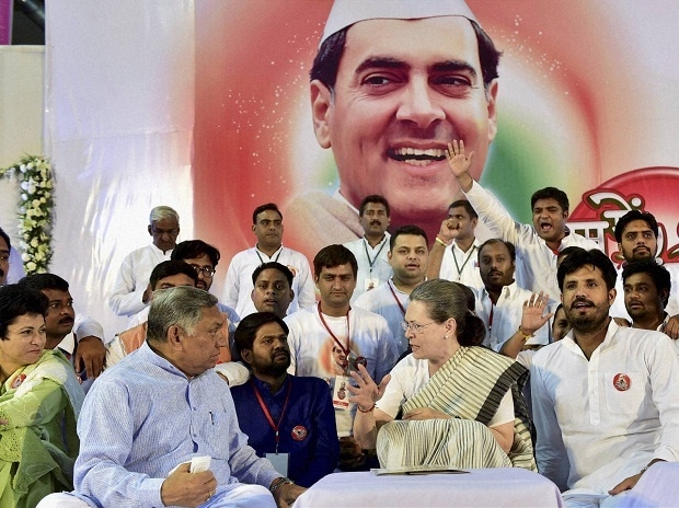 Congress President Sonia Gandhi with party leaders at a function to pay tributes to her late husband and former prime minister Rajiv Gandhi on his 25th death anniversary in New Delhi on Saturday (Source: PTI Photo)
