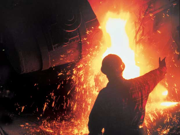 Industrial output growth slips into negative zone