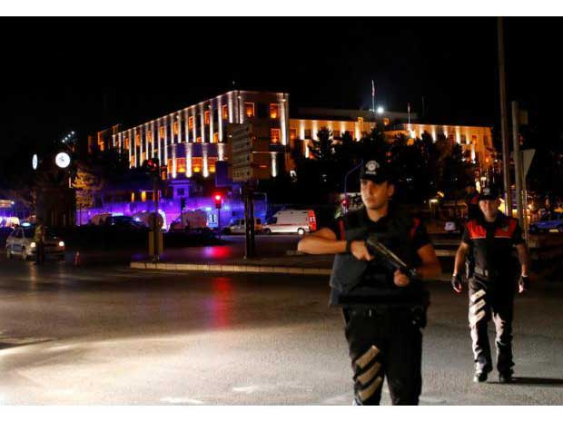 Police officers stand guard near the Turkish military headquarters in Ankara, Turkey, July 15, 2016. (Reuters)