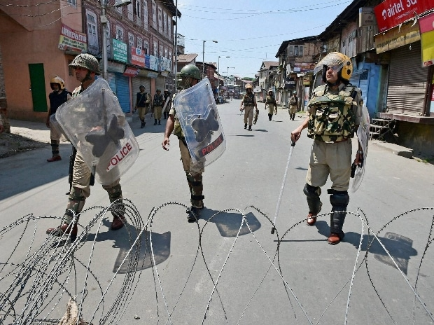 CRPF jawans stand guard during curfew and strike in Srinagar