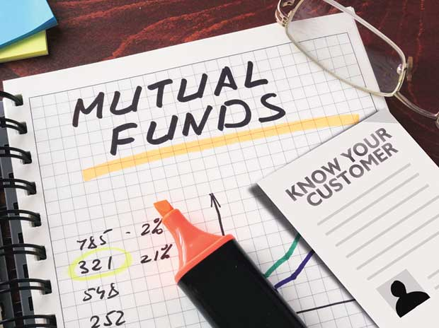 Mutual funds prune exposure to tech stocks