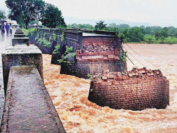 A British-era bridge over the Savitri  in Maharashtra collapsed after heavy rains