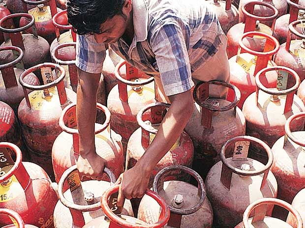 Government, oil firms inflated PAHAL subsidy savings: CAG