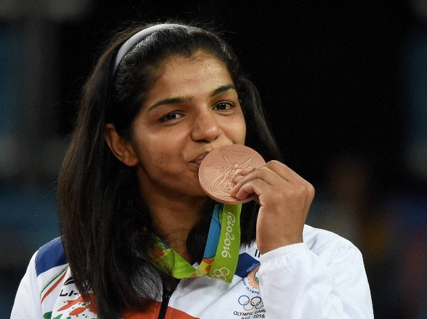Sakshi Malik poses with her bronze medal for the women's wrestling freestyle 58-kg competition during the medals ceremony at the 2016 Summer Olympics in Rio de Janeiro, Brazil