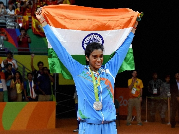 India's Pusarla V Sindhu poses with National flag after winning silver medal in women's Singles final at the 2016 Summer Olympics at Rio de Janeiro in Brazil