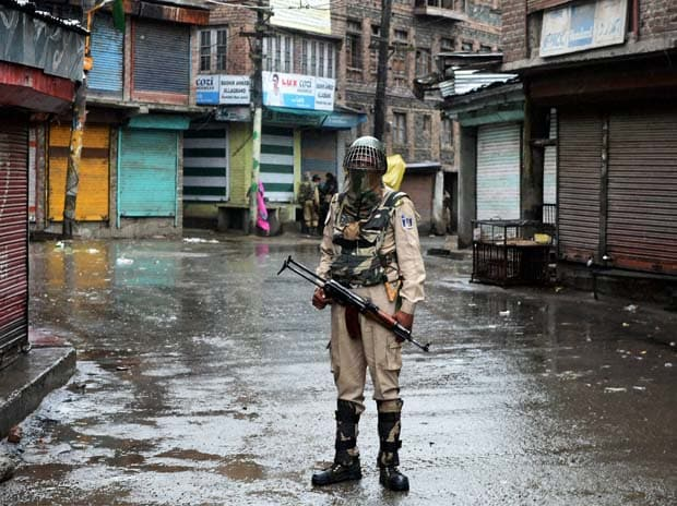 Teenager killed in fresh Kashmir violence