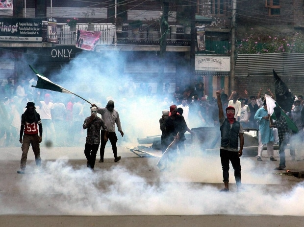 kashmir, srinagar, curfew, army, security forces, protest
