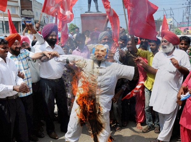 Members of Trade unions burning an effigy of Prime Minister Narendra Modi during their nationwide strike against the Centre's policies