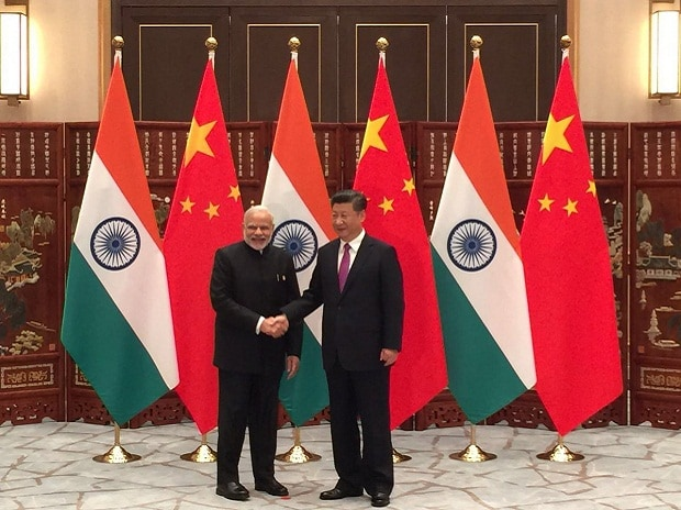 Prime Minister Narendra Modi and Chinese President Xi Jinping at Hangzhou (Image source: Twitter)