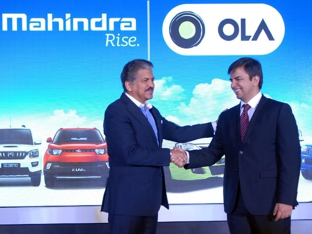 Anand Mahindra (L), chairman and managing director of Mahindra Group, and Bhavish Aggarwal, CEO and co-founder of Ola  Photo: Kamlesh Pednekar