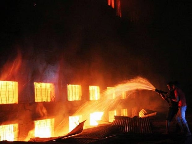 15 killed, 70 injured in fire at a garment factory