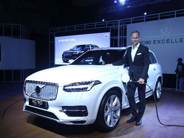Volvo Auto India MD Tom Von Bonsdorff with the XC90 T8 plug-in hybrid SUV at the India