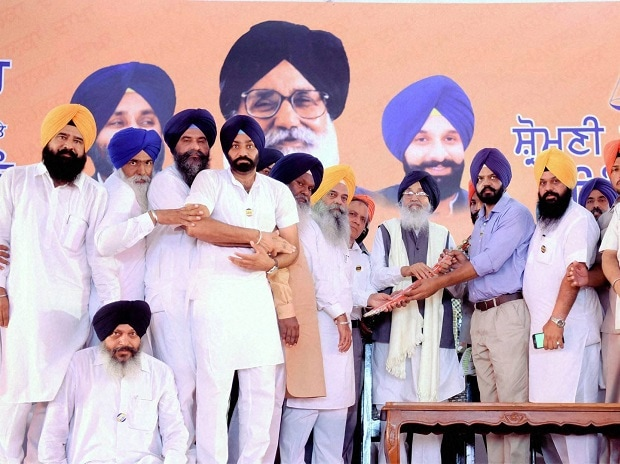 Punjab Chief Minister Parkash Singh Badal along with other SAD leaders during the political conference at village Chapaar in Ludhiana. Photo: PTI
