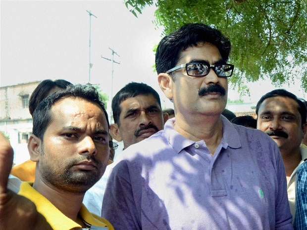 Former RJD MP Mohammad Shahabuddin with his supporters in Siwan. Photo:PTI