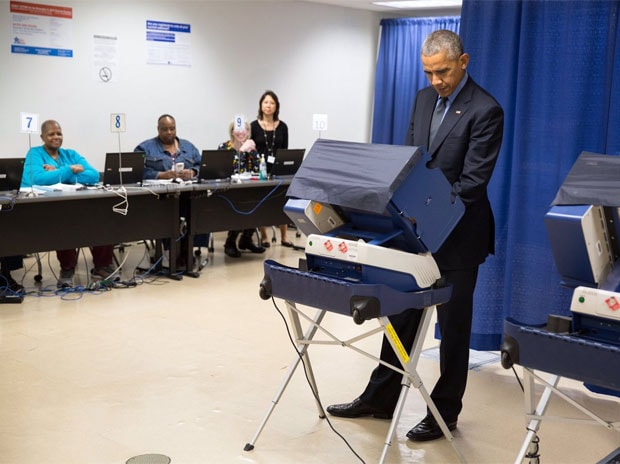 US President Barack Obama casts early vote in Chicag. (Photo: Twitterr/@POTUS)