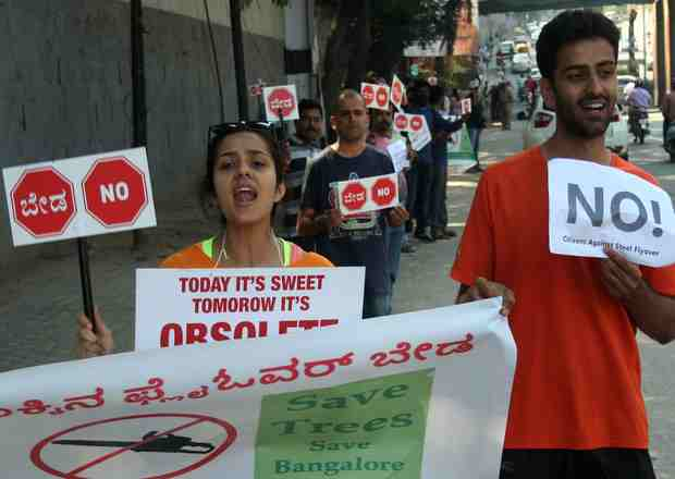 Public take part in human chain protest against proposed steel bridge from Chalukya circle to Hebbal flyover, at Chalukya circle in Bengaluru (Pic: Saggere Radhakrishna)