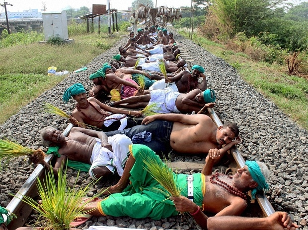 Farmers and opposition parties members staging a rail roko agitation at Trichy over the Cauvery water issue